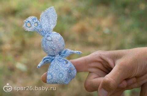 Игрушка на палец заяц