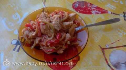 Курица с рисовой лапшойощами и соусом терияки