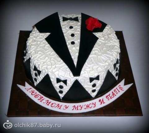 Торт мужчине украшенный сливками