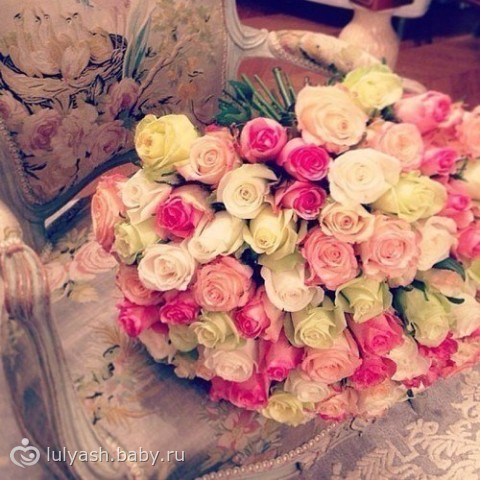 Какие цветы подарить на юбилей маме