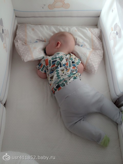 Поверхность обязана быть ровной, так как у детей еще только формируется позвоночник и мягкие косточки.
