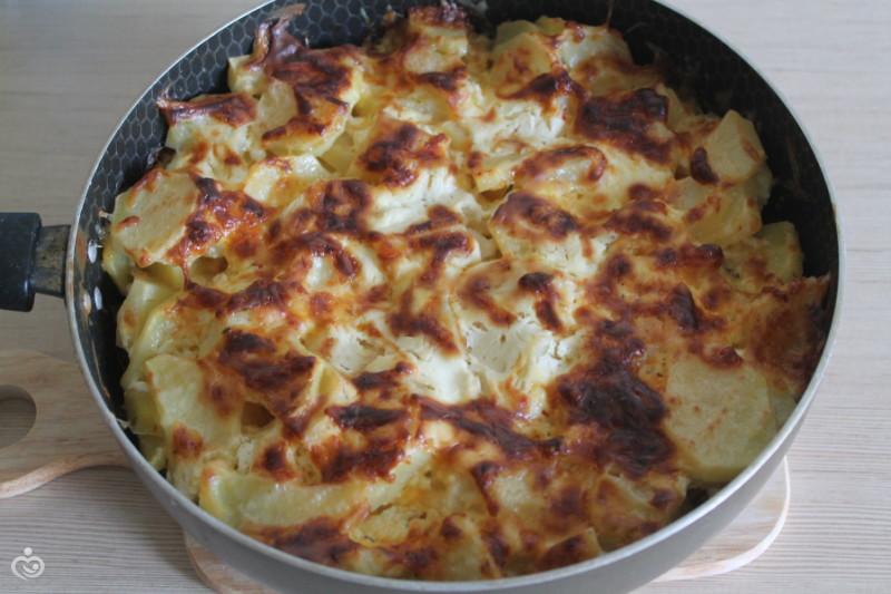 Картофель с курицей запеченный в духовке.