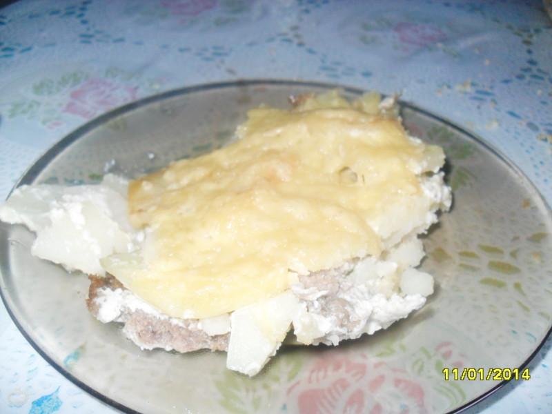 Запеченная картошка с фаршем и сыром