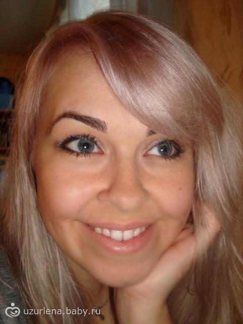 Тёмные брови светлые волосы