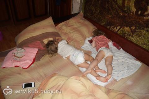 сестра спит в белье фото